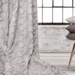 Tela loneta estampada con motivos elegantes florales en blanco